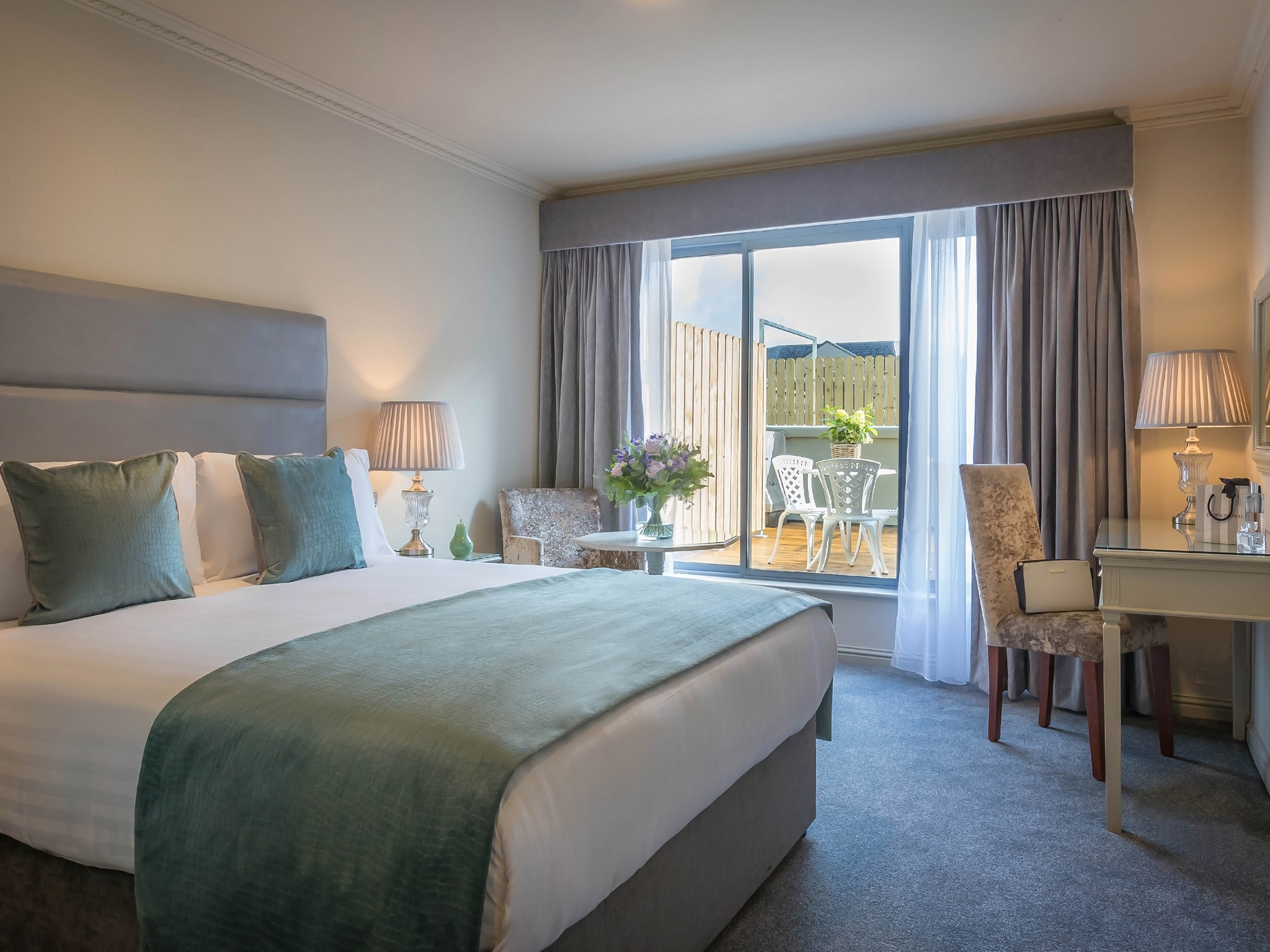 Hotel for Galway Races in Galway City Centre. Boutique Hotel near Eyre Square Galway