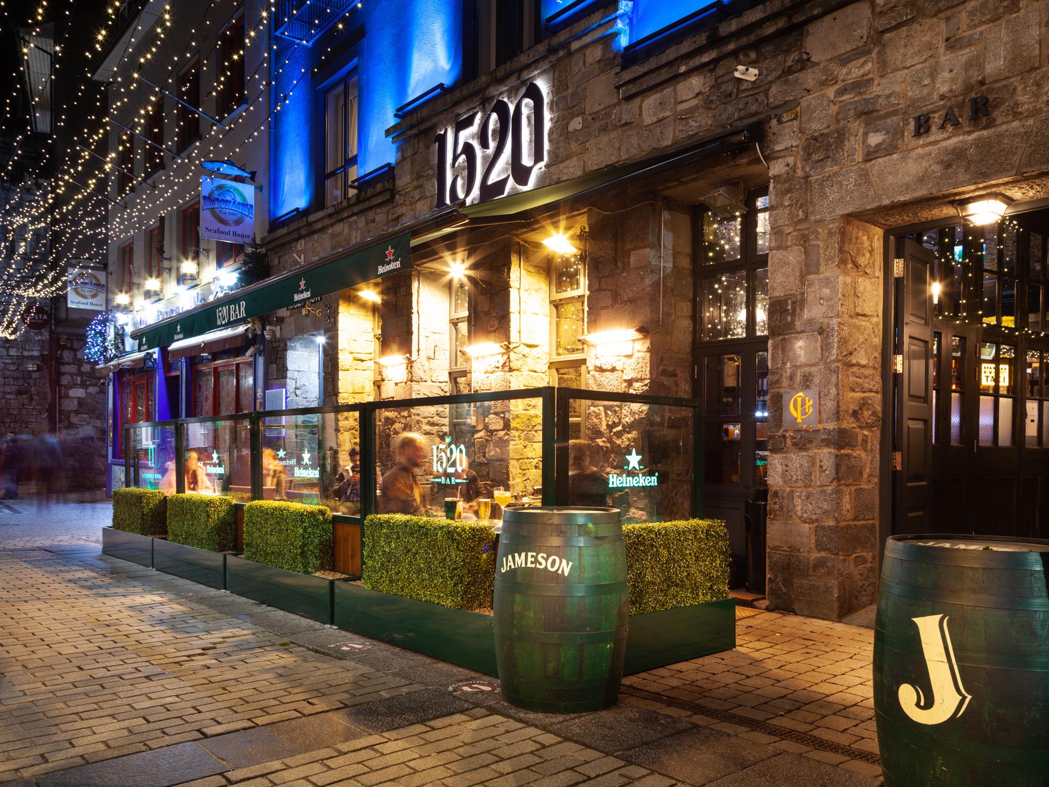 exterior of 1520 bar